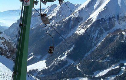 Liftstütze kurz vor der Bergstation des Polsterliftes