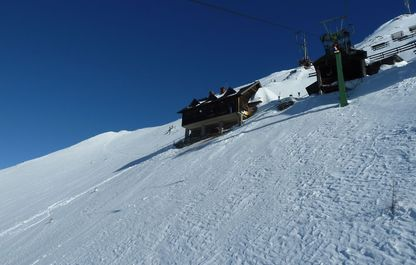 Bergfahrt kurz vor der Bergstation im Winter