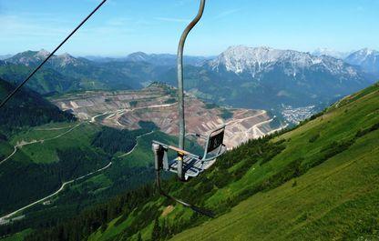 Bergfahrt mit Blick zum Kaiserschild im Sommer