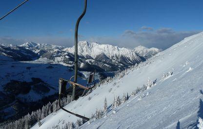 Vom Sessel aus der beste Blick zum Kaiserschild im Winter