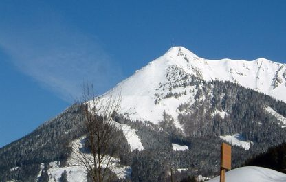 Blick auf den schneebedeckten Polstergipfel