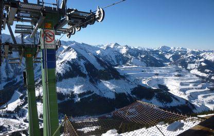 Blick auf die Stütze und das Erzgebirge im Hintergrund
